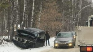 ДТП в  Новосибирске: внедорожник потерял колесо