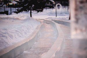Новый ледовый городок открыли на набережной Новосибирска
