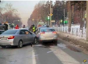 ДТП четырех машин парализовало движение в Новосибирске