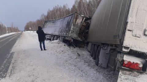 ДТП двух фур под Новосибирском: погиб мужчина