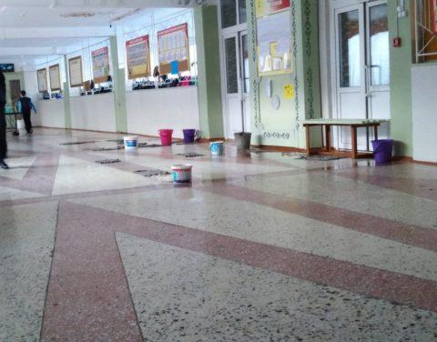 Под Новосибирском в школе затапливает 500 учеников