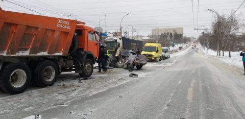 Два человека погибли в аварии в Заельцовском районе