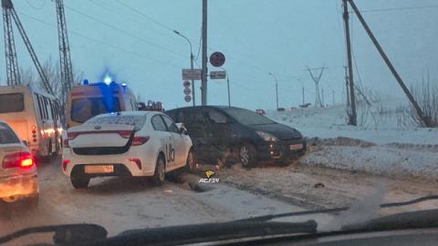 Жесткое ДТП в Советском районе Новосибирска: столкнулись два авто