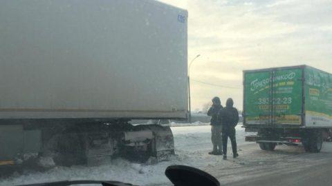 В Новосибирске несколько ДТП парализовали движение