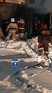 Складские помещения загорелись в Кировском районе