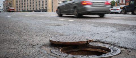 С начала года в Новосибирске уже украли 32 крышки люков тепловых сетей