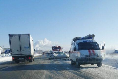 Лобовое ДТП под Новосибирском: пострадали три человека