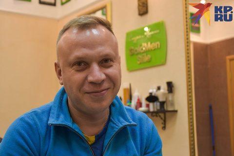 Житель Новосибирска делает девушкам эпиляцию глубокого бикини
