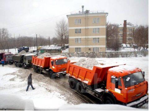 Стоимость вывоза снега со двора в Новосибирске – 100 тысяч рублей