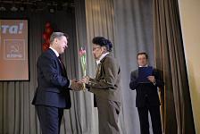 С 8 марта новосибирских женщин поздравили лидеры КПРФ