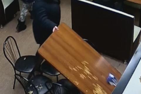 В Барабинске пьяные дамы разгромили кафе вокзала