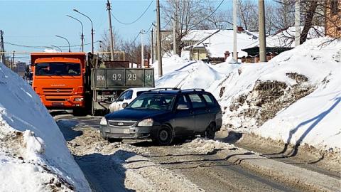 В Новосибирске ДТП с грузовиками перекрыло движение по улице