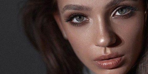 Модель-подросток из Новосибирска не может покинуть Милан