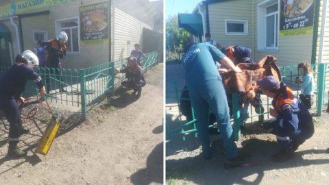 Пятилетний малыш застрял в заборе в Куйбышеве