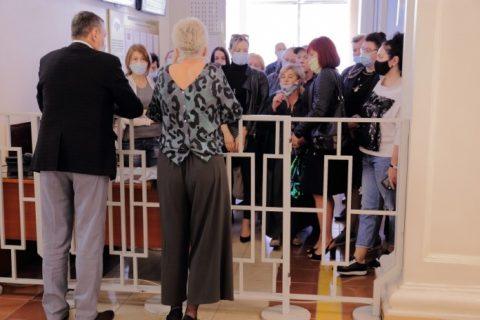 Сотрудники новосибирских рынков собрались у здания правительства