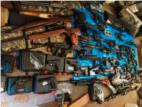 Полиция Новосибирска нашла склад с гранатометами и пулеметами