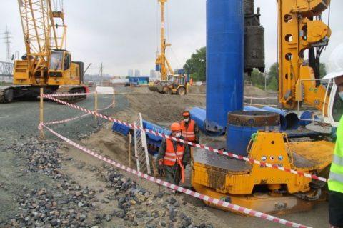 Первую опору четвертого моста возводят в Новосибирске