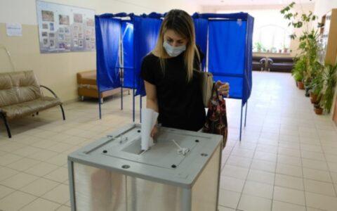 Голосование за поправки к конституции продолжается в Новосибирске