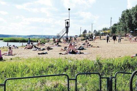 Андрей Травников просит мэра Новосибирска открыть пляжи
