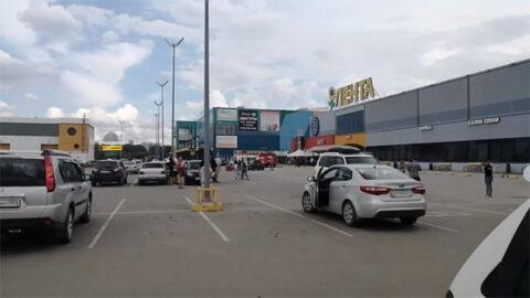 В Новосибирске эвакуировали крупный гипермаркет