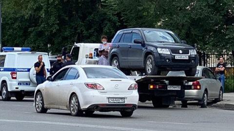 Новосибирская автомобилистка захватила эвакуатор