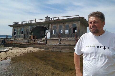 Экскурсия к дому Янки Дягилевой в Новосибирске обросла скандалом