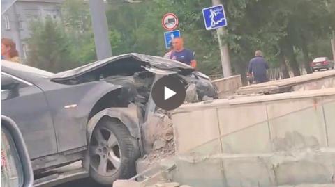 ДТП в в Новосибирске: иномарка протаранила подземный переход