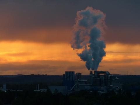 В атмосфере Новосибирска скопился токсичный газ