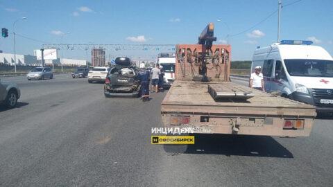 ДТП с самогрузом в Новосибирске: пострадали 3 человека