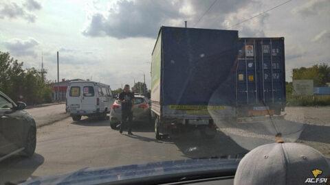 ДТП в Заельцовском районе Новосибирска - движение затруднено