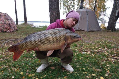 18-килограммового сазана поймала жительница Новосибирска