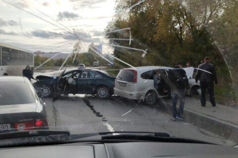 Лобовое ДТП произошло в Кировском районе Новосибирска