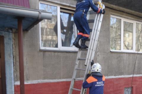 Пьяная жительница Новосибирска закрыла на балконе годовалую дочь