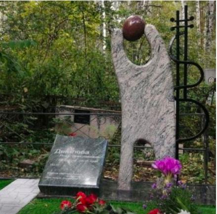 Памятник Янке Дягилевой появился в Новосибирске