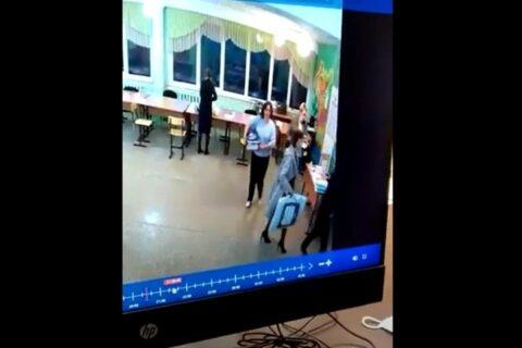 В Новосибирске вынесли бюллетени с избирательного участка