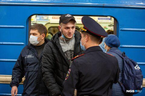 В Новосибирском метро прошла облава на пассажиров без масок