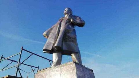 В Барабинске вандалы украли руку Ленина