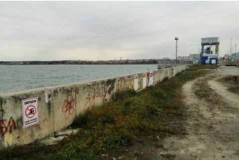 Три жителя Новосибирска упали с дамбы ГЭС в воду