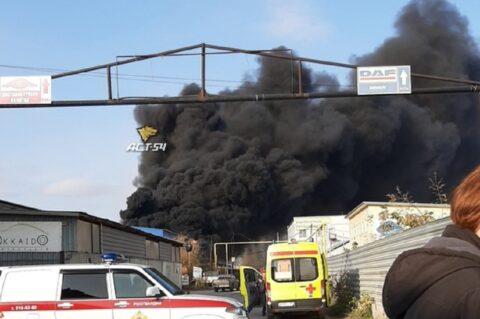 Пожар в Кировском районе Новосибирска - горит склад автомасел