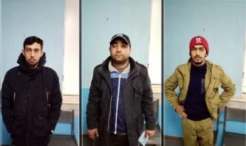 Три грабителя в Новосибирске отняли сумку у женщины