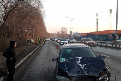 ДТП в Новосибирске: Nissan вылетел на обочину
