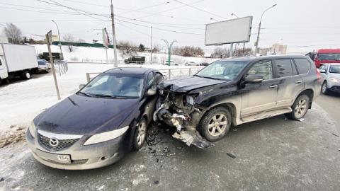 В Новосибирске четыре автомобиля столкнулись возле метро