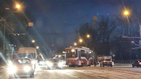 Трамвай сошел с рельсов в Новосибирске