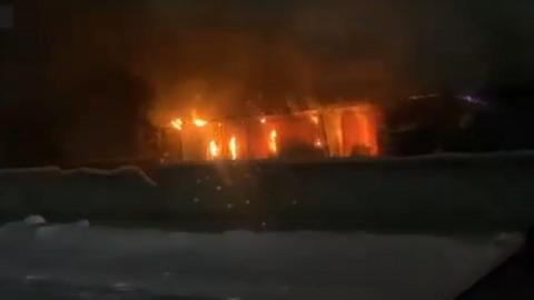 В Ленинском районе Новосибирска загорелся склад