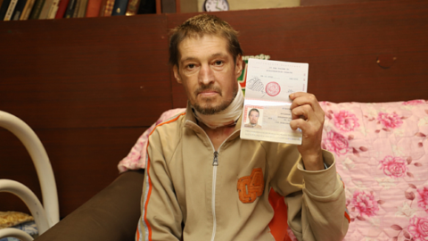 В Новосибирске получил паспорт бездомный мужчина с опухолью