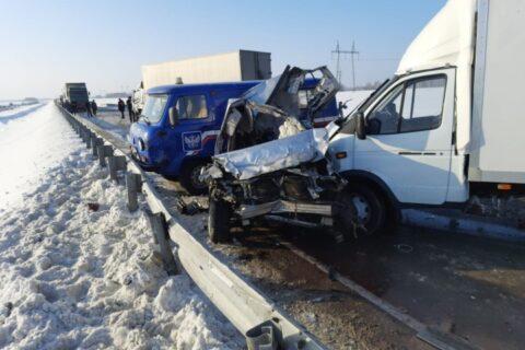 «Субару» устроил массовое ДТП на новосибирской трассе: погиб человек