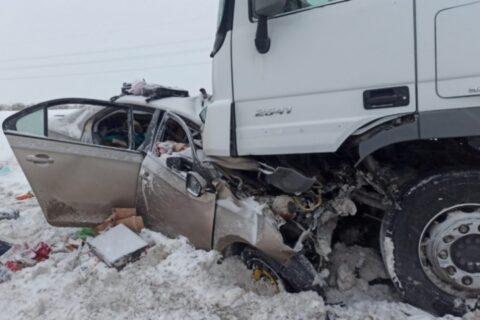 В жестком ДТП под Уфой погибла новосибирская семья с двумя детьми