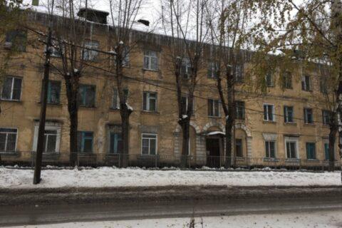 В Новосибирске на Первомайке замерзают жители дома - вода заледенела в бачках