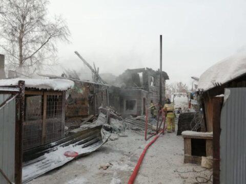 Под Новосибирском загорелся дом многодетной семьи