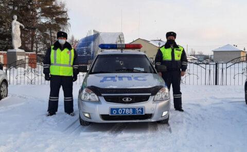 Новосибирские Госавтоинспекторы помогли водителю заглохнувшего большегруза
